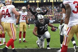 Penn comemora seu touchdown contra os Niners
