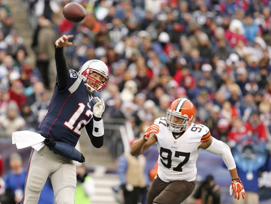 1386538959000-USP-NFL-Cleveland-Browns-at-New-England-Patriots