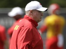 Andy Reid, atual campeão do Super Bowl, durante treinamento do Kansas City Chiefs