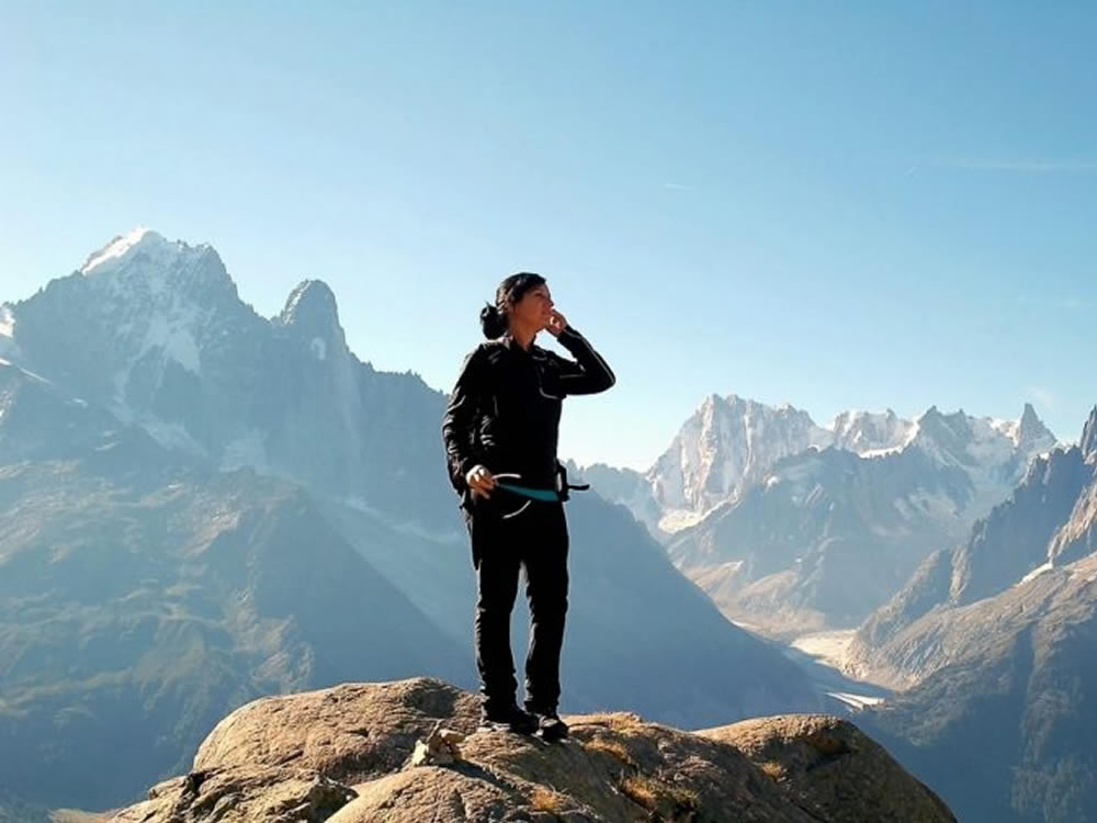 Woman on mountaintop used 5 money tips for women to achieve financial success