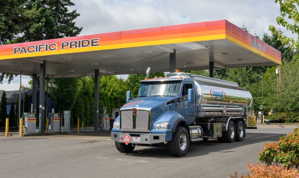 MNOP Vehicle lubricant guide - truck fueling up