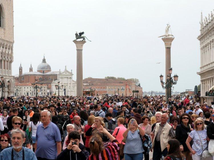 Venice Crowds St Marks Square