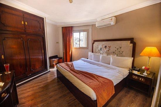 SIGN UP FOR A PLEASANT ROOM IN TOWN