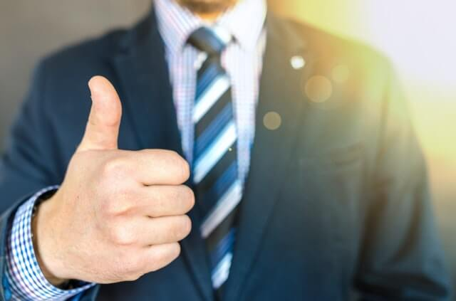 Man giving thumbs up, get commercial truck financing