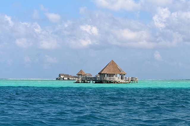 This image has an empty alt attribute; its file name is Whats-Maldives-if-not-for-the-beautiful-resorts___The-Maldives-have-approximately-1200-islands-nested-in-26-atolls.jpg