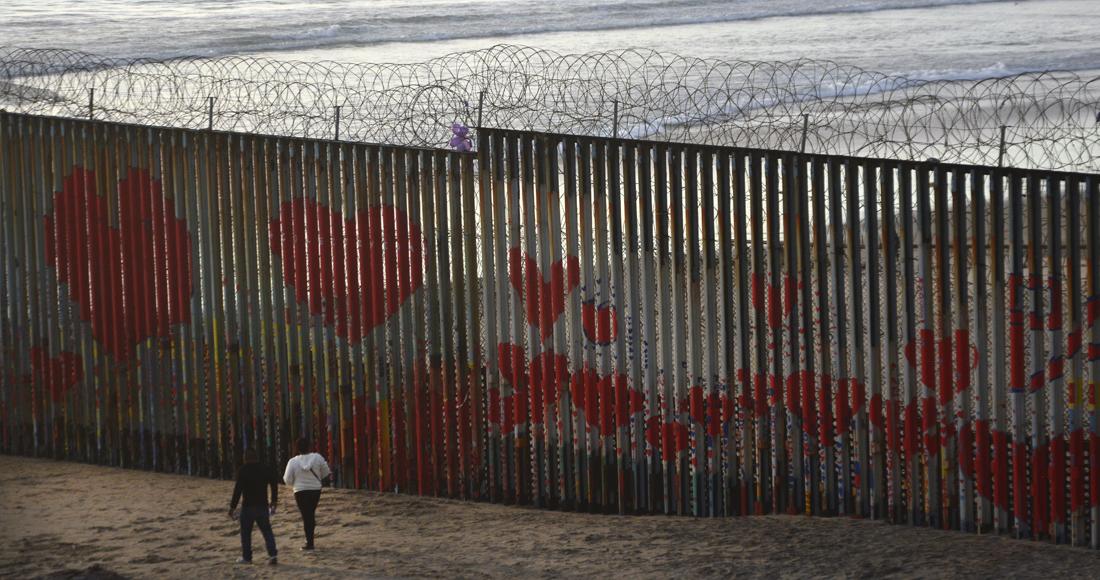 Mexicanos son alentados a migrar a causa de políticas para enfrentar el COVID-19 de Trump y AMLO: NYT