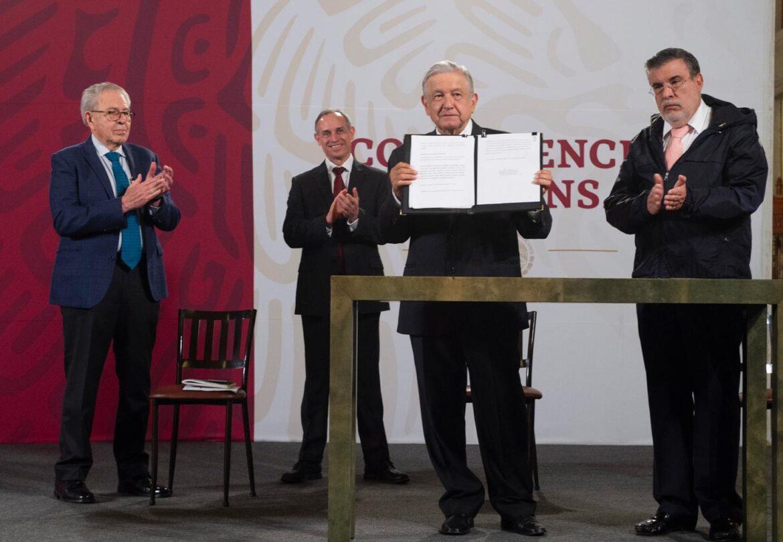AMLO entrega al Senado solicitud para realizar la Consulta Popular sobre el juicio a expresidentes; Monreal al recibe