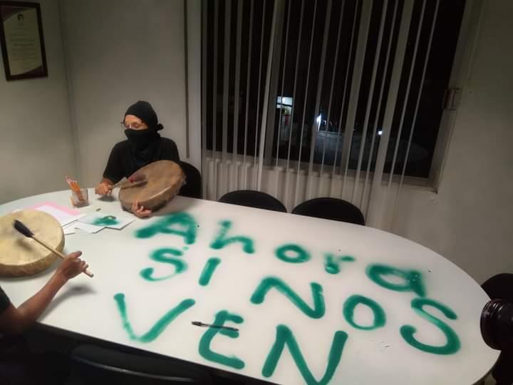 Feministas que tomaron la sede de la Codhem en el Edomex, denuncian represión por parte de policías