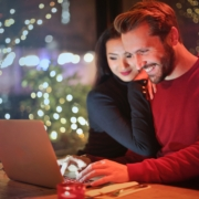 couple-shopping-online