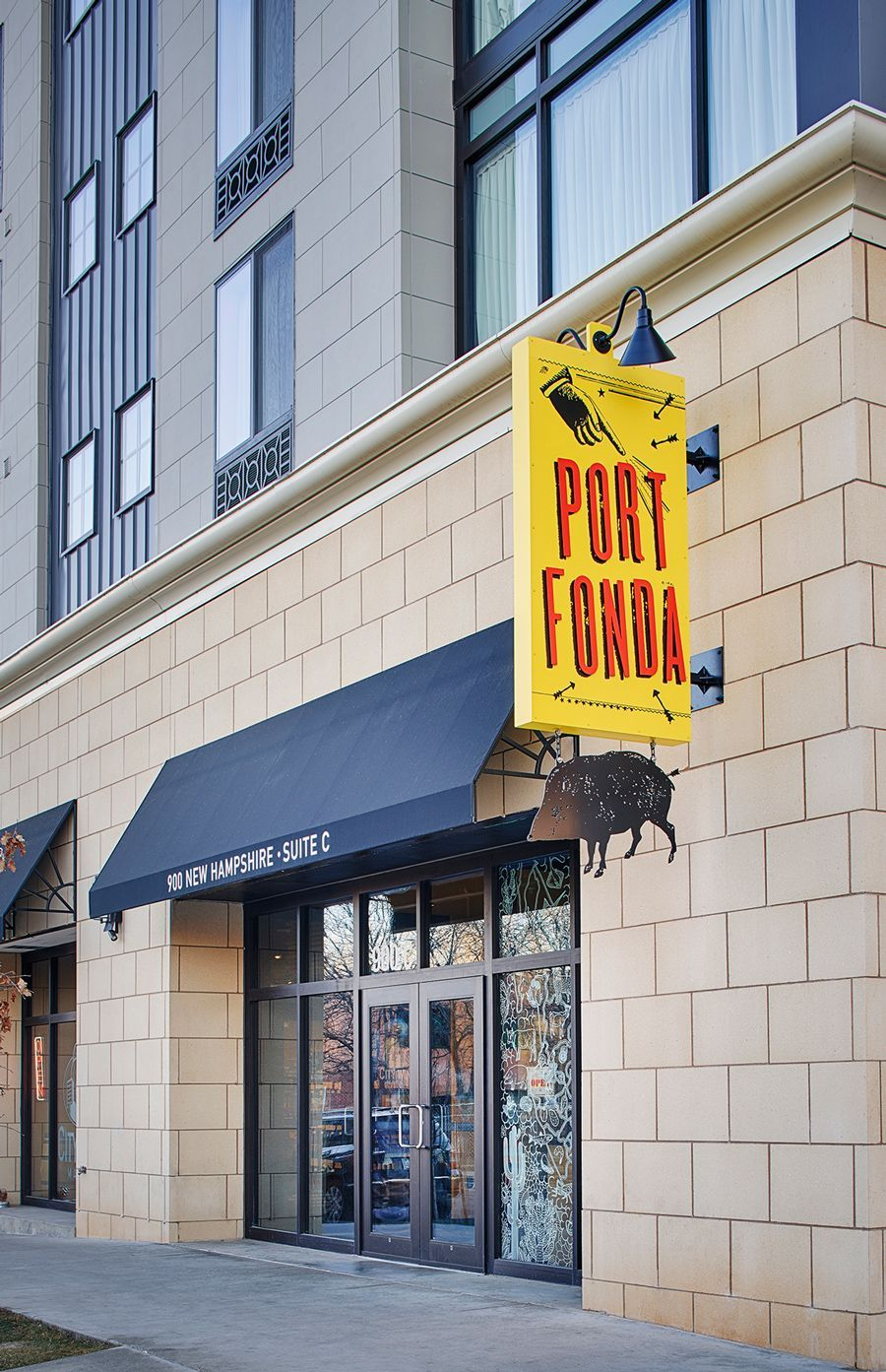 SSWeb-Port Fonda-Blade Sign Photo