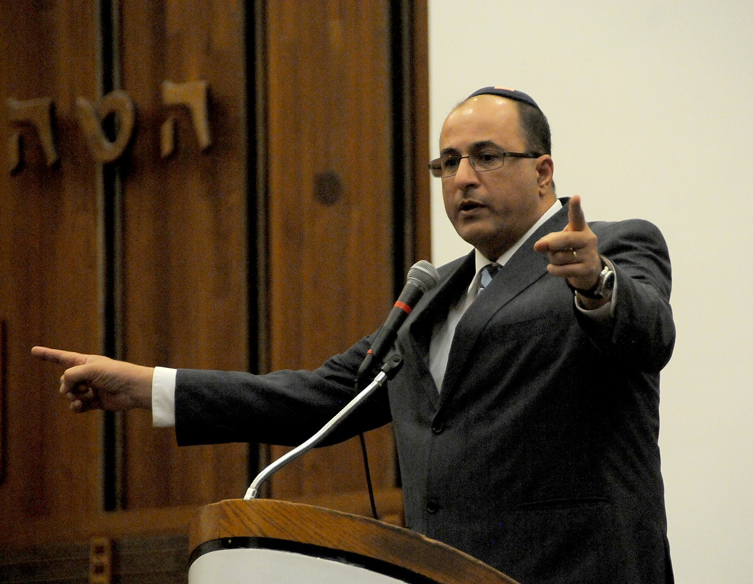 "Ambassador Ido Aharoni of Israel at Great Neck Synagogue: ""The root cause for instability in the Middle East has nothing to do with Israel-Palestinians."" © 2015 Karen Rubin/news-photos-features.com"