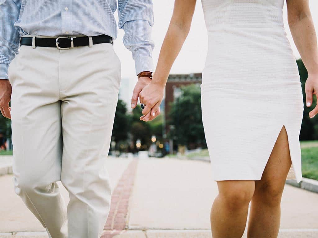 build trust in a relationship romantic couple holding hands