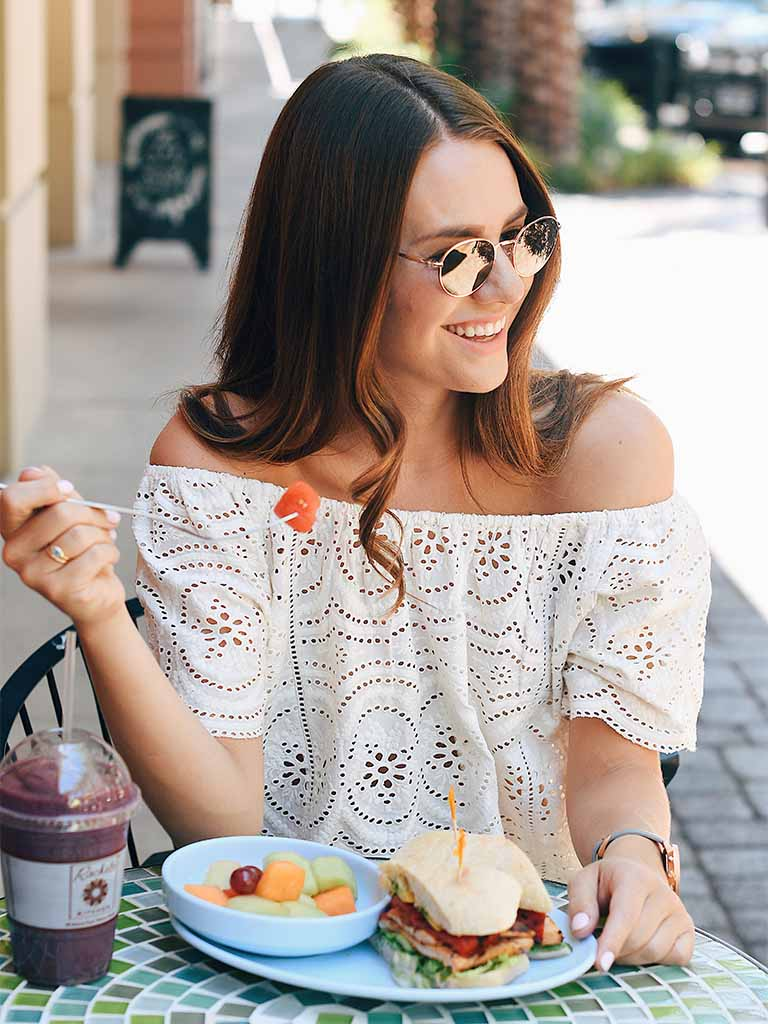 intermittent fasting benefits woman eating lunch