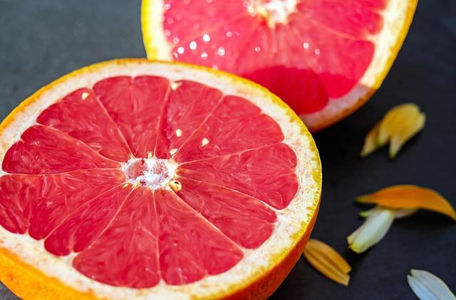 Dogs Eat Grapefruit