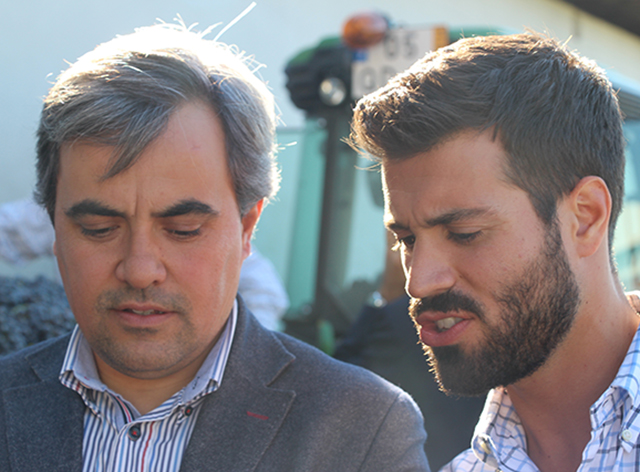 Federico Sapia on the right, with a Portuguese wine producer.