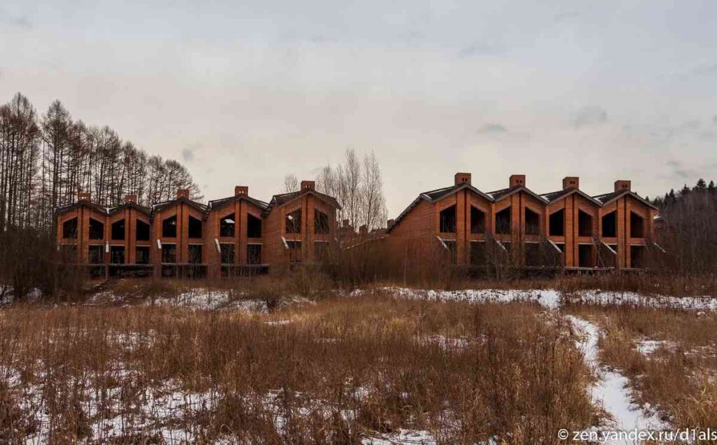 Drone Photos of the abandoned houses in the Moscow regionPhotos of the abandoned houses in the village near Russian Yakroma town