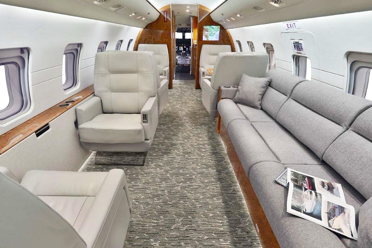 Bombardier Challenger 604 Interior
