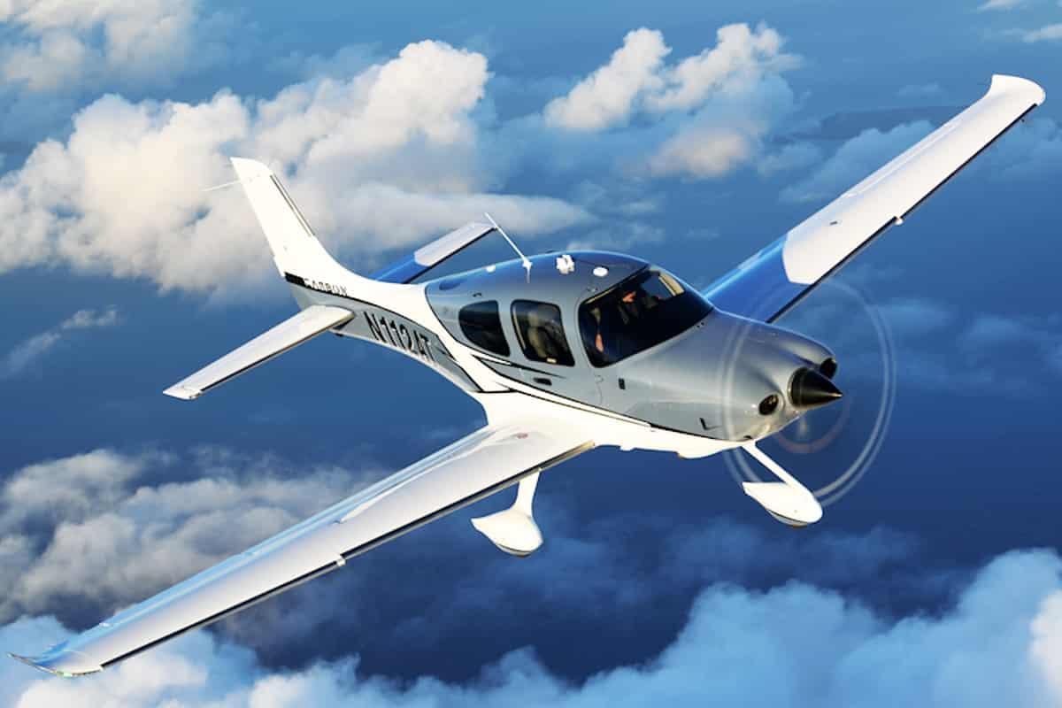 Cirrus SR22 In Air