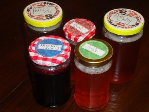 Making Jelly in Recycled Jars Using Paraffin