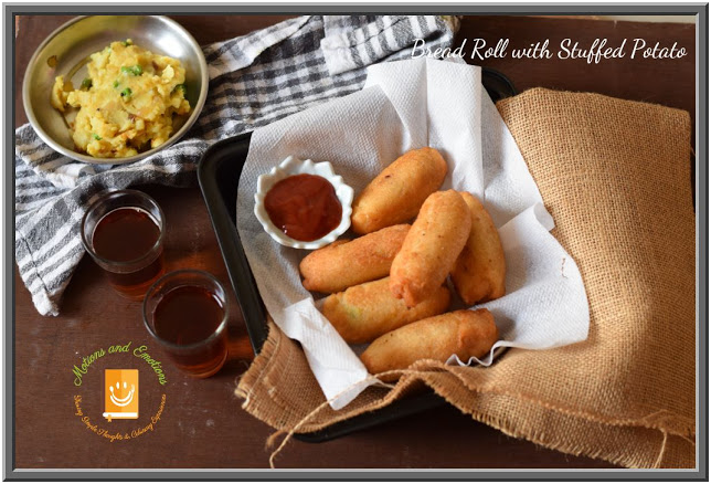 Bread rolls served with ketchup in a tray and black tea