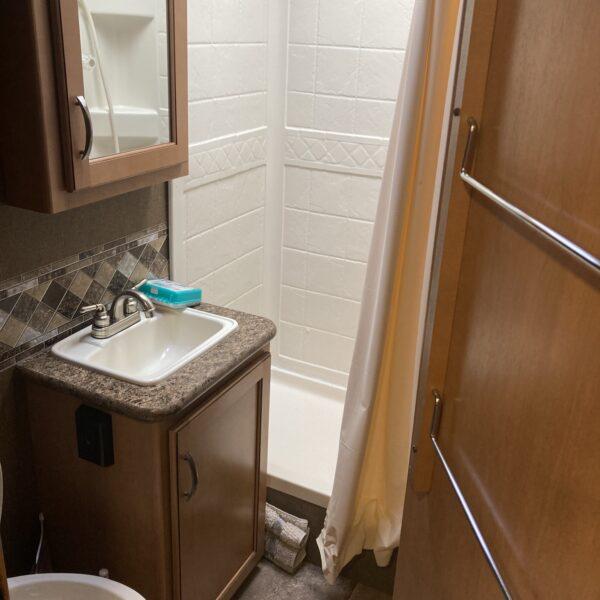 Full Bath w/ Shower