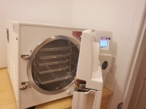 Autoclave open door and on.