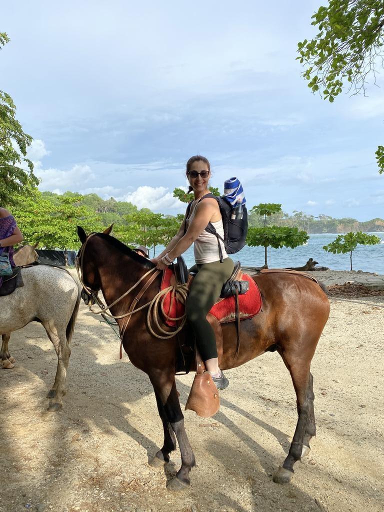 laurie-horseback