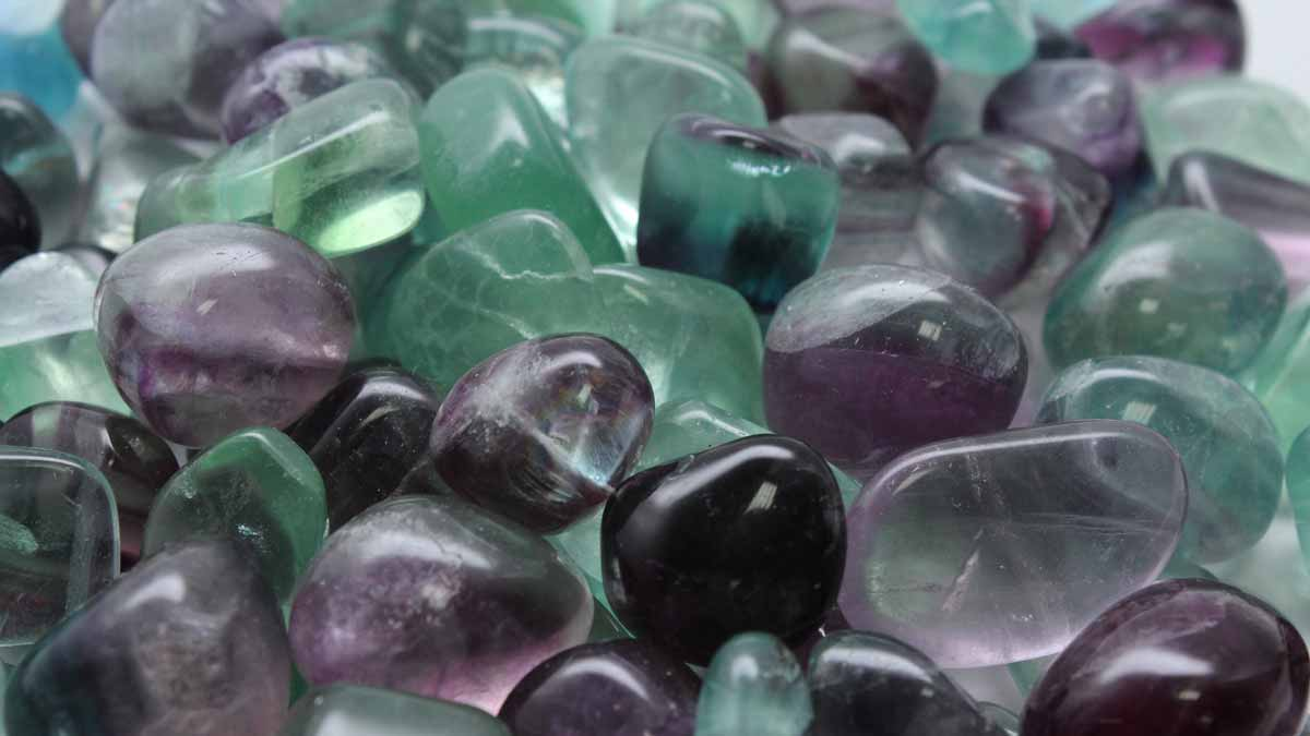 Fluorite crystals in black and green - chicago reiki