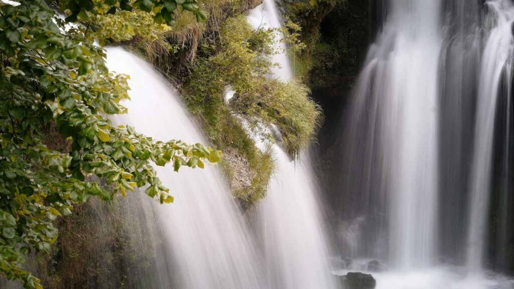 Image of a waterfall - Jerry Mikutis Reiki Chicago - Holy Love II Experience