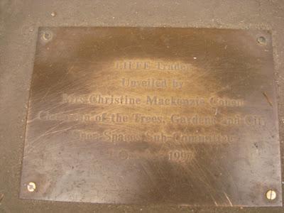 LIFFE trader statue plaque