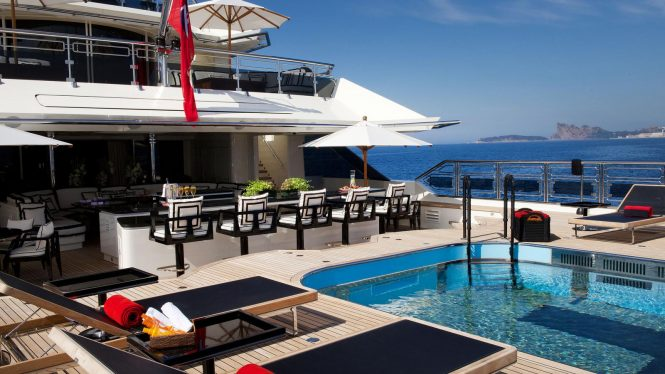 Alfa Nero – aft deck during the day - Extraordinary swimming pools