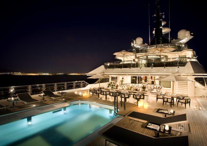 Alfa Nero – swimming pool at night - Extraordinary swimming pools