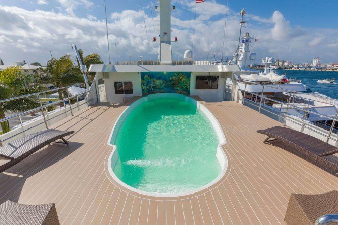 Global – swimming pool on deck-2