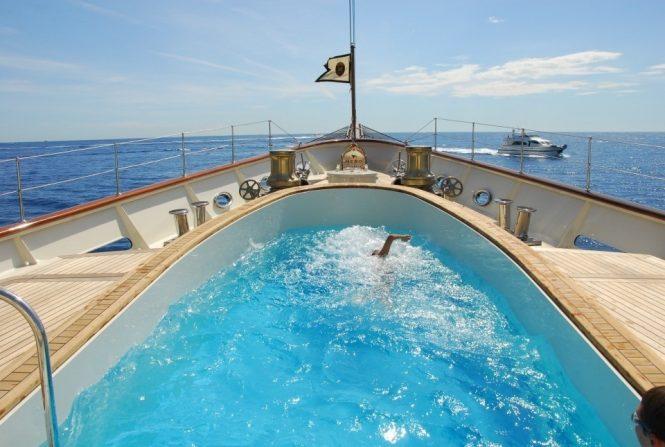 Nero – Morning exercise - Extraordinary swimming pools