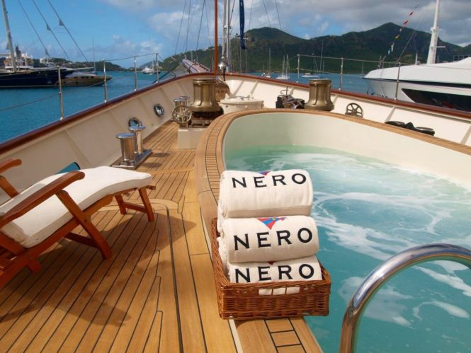 Nero – Relax on a sun lounger next to the pool
