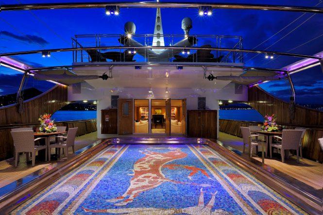 Pool deck - Extraordinary swimming pools