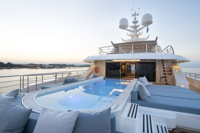 Extraordinary swimming pools - Pool onboard superyacht O'Ptasia