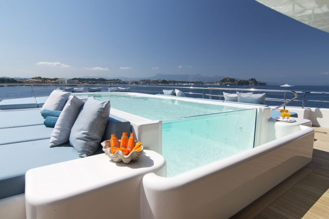 O'Ptasia – pool on mega yacht