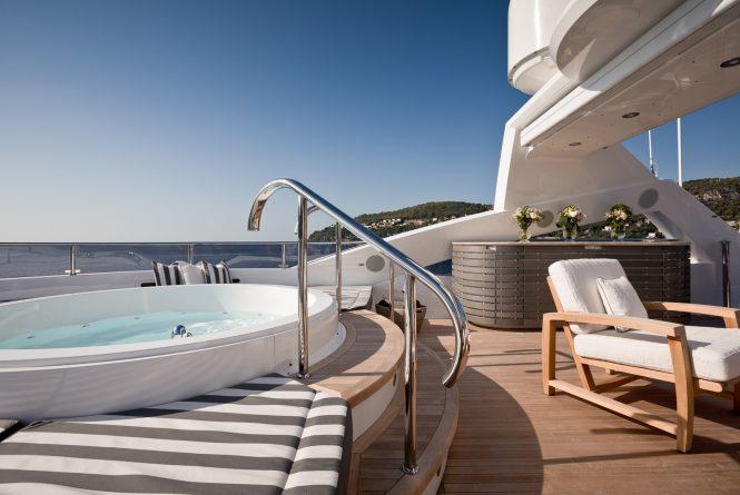 Sun deck Jacuzzi