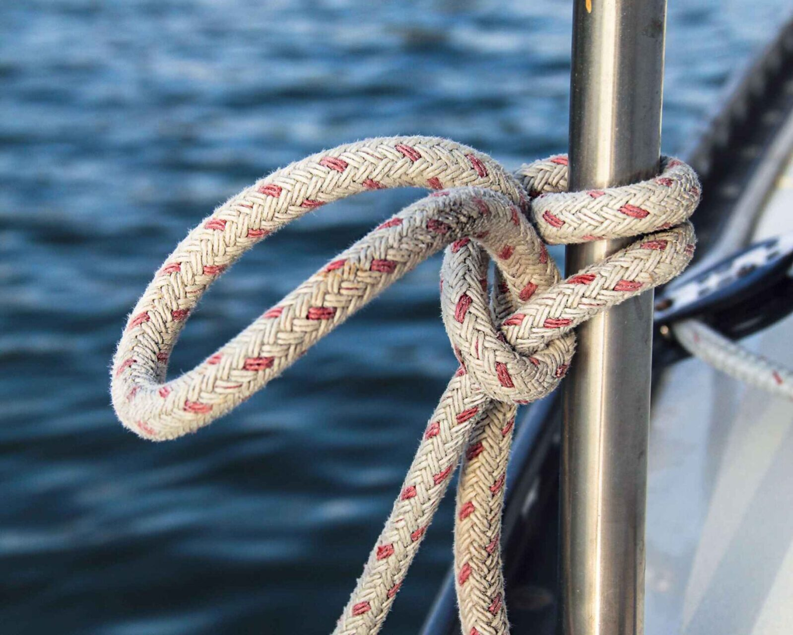 Sailing Knots For Sailing Beginners – Best Way to Learn How To Tie Sailors Knots