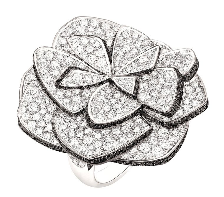 Chanel 'Ruban de Came´lia' ring in white gold, set with 584 brilliant-cut diamonds with a total weight of 8.7ct and 310 brilliant-cut black spinels with a total weight of 1.5ct.