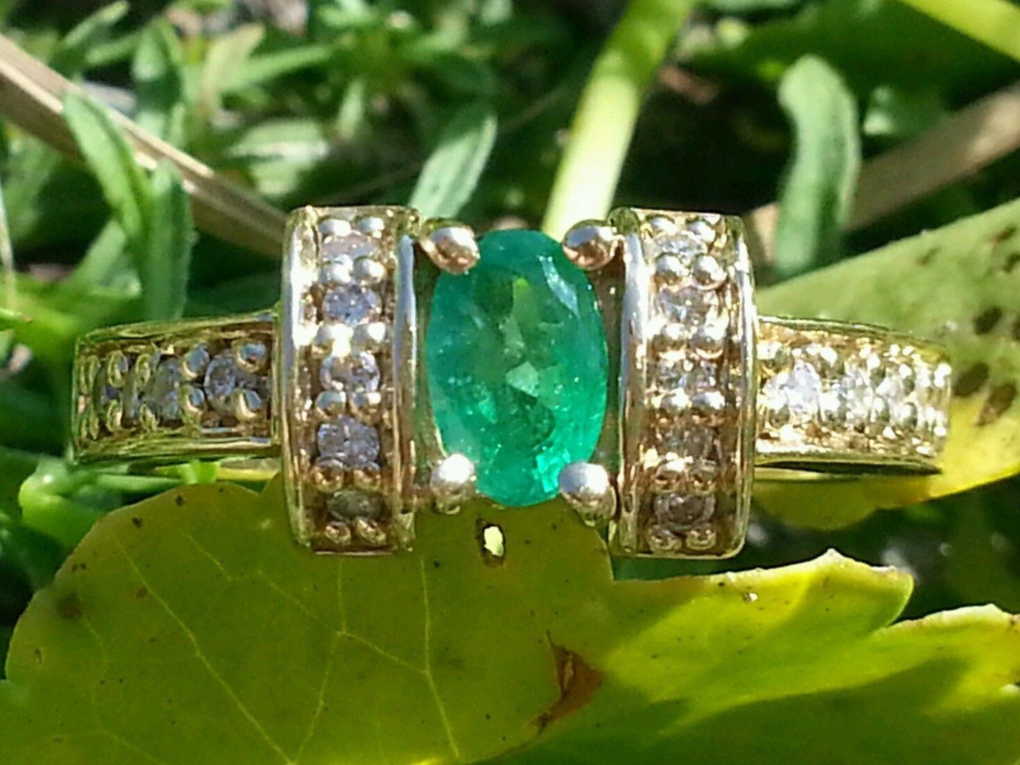 Vintage 14K Yellow Gold Emerald & Diamond Cocktail Ring Estate Jewelry Ladies