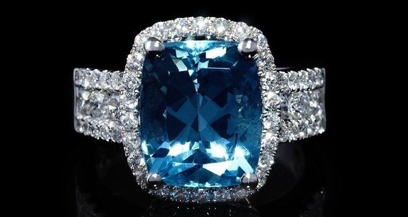 18K White Gold Diamond And Aquamarine Ring