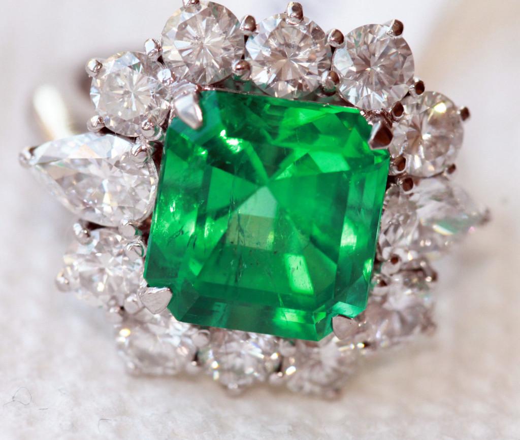 Gorgeous Platinum Diamond 6.35 Carat Colombian AGL Certified Emerald Ring Estate