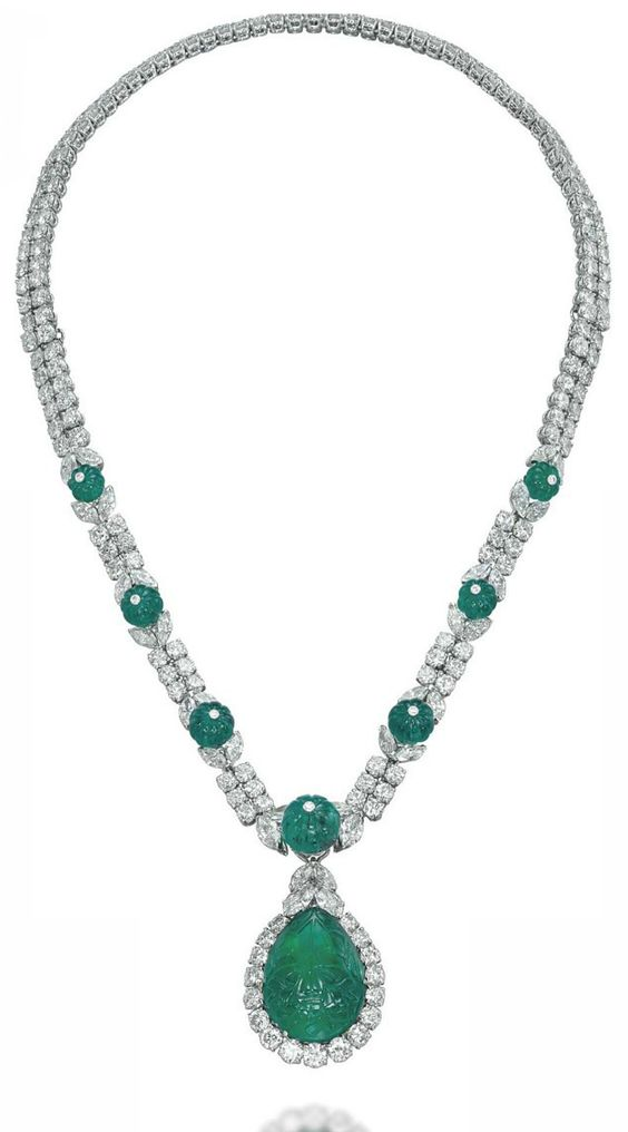 AN EMERALD AND DIAMOND NECKLACE, BY VAN CLEEF & ARPELS