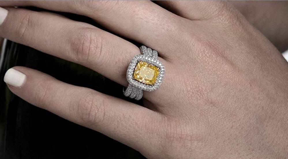 5.8Cts Yellow Diamond Extraordinary Ring Set in 18K White Yellow Gold GIA Cert Size 6