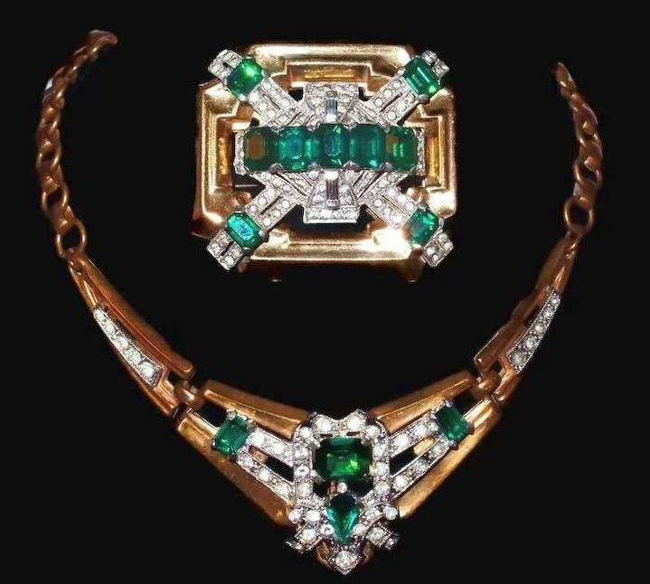 Emerald Brooch Necklace Set