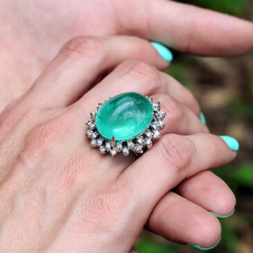Certified Cabochon Emerald Ring with Diamonds White Gold 30.00ct