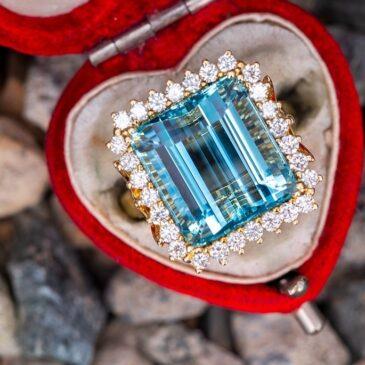 Gorgeous Vintage Aquamarine and Diamond Ring