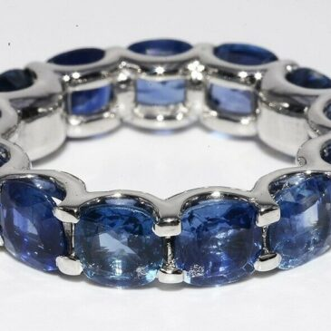 GORGEOUS 9.15CT NATURAL CUSHION CUT BLUE SAPPHIRE ETERNITY PLATINUM BAND